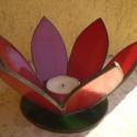 virágkehely mécsestartó, Dekoráció, Otthon, lakberendezés, Ünnepi dekoráció, Gyertya, mécses, gyertyatartó, Üvegművészet, Piros és zöld spektrum üvegből készített virágkehely. A virág bibéje a mécses. A talpa 10 cm átmérő..., Meska