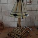 Tiffany lámpa , Otthon, lakberendezés, Lámpa, Asztali lámpa, Hangulatlámpa, Üvegművészet, Famegmunkálás, Egyedi, saját tervek alapján készült lámpa, fa talpon. Magassága: kb. 40 cm. Szélessége kb. 20 cm. ..., Meska