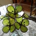 Tiffany virág  ajándék névnapra, születésnapra, házavatóra, Dekoráció, Képzőművészet , Otthon, lakberendezés, Dísz, Fémmegmunkálás, Üvegművészet, Különleges virág, különleges nőknek. A tavasz első virágjai közé tartozik a zöld hunyor. Üde zöld s..., Meska