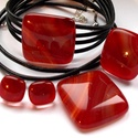 Piros márványos  üvegékszer,  ajándék nőknek, lányoknak, névnapra, karácsonyra., Ékszer, óra, Ékszerszett, Medál, Nyaklánc, Ékszerkészítés, Üvegművészet, Fusing technikával készült különleges színű üvegmedál, gyűrű,  fülbevaló és a hozzátartozó karkötő...., Meska