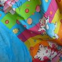 Cica mintás pamutvászon -  wellsoft ovis takaró, Baba-mama-gyerek, Gyerekszoba, Falvédő, takaró, Baba-mama kellék, Varrás, Egyik oldala cica mintás 100% pamutvászonból, másik oldala puha, piros vagy kék wellsoftból rendelh..., Meska