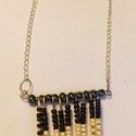 Kleopátra nyaklánca, Ékszer, óra, Nyaklánc, A nyakláncot szerelőpálcára fűzött fekete, arany és bézs gyöngyökből készítettem, ezüs..., Meska