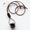 Cube, Ékszer, óra, Nyaklánc, Ékszerkészítés, Kerámia, Fekete nagykockás minimál nyaklánc, bronz színű bőrszálon réz kapoccsal. Hossza: 74 cm., Meska
