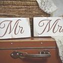 """""""Mr"""" és """"Mrs"""" feliratú fa táblaképek, Dekoráció, Esküvő, Kép, Esküvői dekoráció, Famegmunkálás, Festett tárgyak, A termék antikolt hatású kézzel festett 2 db fa tábla, melyeken """"Mr"""" és """"Mrs"""" felirat található. A ..., Meska"""