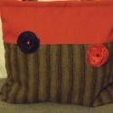 Egyszerű táska virágokkal, Ruha, divat, cipő, Táska, Baba-mama-gyerek, Válltáska, oldaltáska, Mindenmás, Varrás, Fekete-sárga csíkos és piros szövetből kombináltam ezt a táskát. Két,olvasztásos technikával készül..., Meska