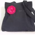 Fekete táska-választható virággal, Ruha, divat, cipő, Táska, Mindenmás, Válltáska, oldaltáska, Varrás, Mindenmás, Fekete velúr hatású szövetből készítettem ezt a táskát. Hordható bármilyen alkalomra,de a hétköznap..., Meska