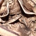 Oldaltáska virágokkal, Táska, Ruha, divat, cipő, Baba-mama-gyerek, Válltáska, oldaltáska, Mindenmás, Varrás, Mogyorószínű vastag kordbársony anyagból készült ez a táskám. Vállon és vállon átvetve egyaránt hor..., Meska