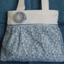 Válltáska kékekkel és fehérrel, Ruha, divat, cipő, Táska, Válltáska, oldaltáska, Varrás, Mindenmás, Fehér és kék-fehér virágos vászonból készítettem ezt a táskát. Nagyon kedves kis tavaszi-nyári dara..., Meska