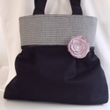Fekete táska pepita betéttel -választható kitűzővel, Táska, Válltáska, oldaltáska, Varrás, Mindenmás, Fekete zsorzsett szövetből készítettem ezt a táskát. A felső részre fekete-fehér pepita kockás szöv..., Meska