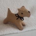 Filc foxi kutya barna, Baba-mama-gyerek, Játék, Játékfigura, Varrás, Nemezelés, Nagyon jó minőségű gyapjúfilcből készült, kézzel varrt, apró kis kutyus.   Gyapjú szemű, gyapjú orr..., Meska