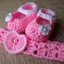 Horgolt baba fejpánt és cipő szett, Baba-mama-gyerek, Ruha, divat, cipő, Hajbavaló, Hajpánt, Horgolás, Rózsaszín horgolt baba fejpánt és cipő garnitúra. Hossza 36 cm, de gombos megoldású, állítható a mé..., Meska