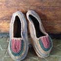 Szobapapucs vagy cipő, Ruha, divat, cipő, Cipő, papucs, Horgolás, Harisnyából készült fonalból horgolt strapabíró könnyű színes szobacipő 37-es lábra az ősz színeibe..., Meska
