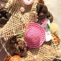 Szalmakalapos, strandpapucsos kopogtató, Dekoráció, Otthon, lakberendezés, Dísz, Virágkötés, Szalmaalapot díszítettem zsákvászonnal, gombokkal, termésekkel, fa virágokkal, kerámia szalmakalapp..., Meska