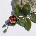 Piros rózsás nyaklánc, Ékszer, óra, Nyaklánc, Ékszerkészítés, Kerámia, Fehérre égő agyagból rózsát formáztam.Égettem ,mázaztam,majd újra égettem. A két kicsi rózsából fülb..., Meska