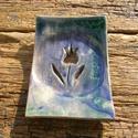 Kék-zöld Tulipán szappantartó , Szépségápolás, Esküvő, Magyar motívumokkal, Fürdőszobai kellék, Kerámia,    .Fehérre égő agyagból készítettem ezt a  szappantartót..A máz kék-zöld, antikolt..A szappantartó..., Meska