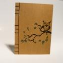 'Baglyos'. A/5-ös méretű füzet. Kézzel fűzött, kézzel rajzolt bagollyal; natúr borító, Naptár, képeslap, album, Mindenmás, Baba-mama-gyerek, Jegyzetfüzet, napló, Könyvkötés, Papírművészet, A/5-ös méretű füzet, fekete cérnával kézzel fűztem. A borító erős, natúr színű ún. szövetpapírból k..., Meska