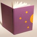 Műbőr üres könyv, napló, vendégkönyv, emlékkönyv sima lapokkal. Lila műbőr, narancssárga vászon, Naptár, képeslap, album, Jegyzetfüzet, napló, Műbőr üres könyv, napló, vendégkönyv, emlékkönyv sima lapokkal.   A kemény könyvborító narancssárga ..., Meska