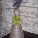 Dekoratív váza - pezsgős üvegből, Dekoráció, Otthon, lakberendezés, Dísz, Kaspó, virágtartó, váza, korsó, cserép, Újrahasznosított alapanyagból készült termékek, Kenderfonallal körbetekerve, zöld szalvéta virággal a nyakán kelt új életre egy egykori pezsgősüveg..., Meska