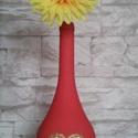 Szívecskés váza , Dekoráció, Otthon, lakberendezés, Kaspó, virágtartó, váza, korsó, cserép, Festett tárgyak, Egy gyönyörű borosüveg, piros köntösben, közepén egy arany színű rácsos szívecskével. Annak akit va..., Meska