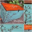 -Türkiz madár- játéktároló , Baba-mama-gyerek, Bútor, Gyerekszoba, Gyerekbútor, .Indás-madárkás motívumokkal festett fa láda.  Névre szóló ajándék, pl.keresztelőre.  Örök emlék és ..., Meska
