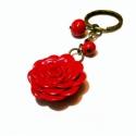 Piros rózsás kulcstartó, Mindenmás, Kulcstartó, Gyurma, Piros színű saját készítésű rózsával díszített kulcstartó, amelyet saját készítésű gyurma gyönggyel ..., Meska