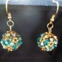 Swarovski arany-zircon gömb fülbevaló, Ékszer, óra, Fülbevaló, Ékszerkészítés, Gyöngyfűzés, Lógós gömb fülbevaló pár, 4mm-es Swarovski crystal bicone-okból készült, arany toho gyöngyökkel fűzv..., Meska
