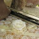 Szatén virág csuklódísz, Ékszer, óra, Esküvő, Karkötő, Esküvői ékszer, Csipkekészítés, Ékszerkészítés, Fehér, szépséges csuklódísz. A virág szaténból, organzából, saját horgolású csipkéből készült, köze..., Meska