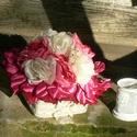 Pünkösdirózsa saját készítésű örökvirág csokor asztaldísz karácsonyra, ajándéknak, Dekoráció, Karácsonyi, adventi apróságok, Otthon, lakberendezés, Ünnepi dekoráció, Virágkötés, Mindenmás, Saját készítésű virágokból alkotott asztaldísz vintage stílusban. Csipkével és a virágoknál sötéteb..., Meska