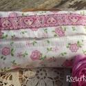 Rózsaszín, szívecskés- virágos zsebkendőtartó kislányoknak, Táska, Pénztárca, tok, tárca, Zsebkendőtartó, Fehér alapon levél- és virágmintás pamutvászonból készült, nagyon szép szívecskés szalaggal díszítet..., Meska