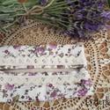 Csipkés- virágos, romantikus zsebkendőtartó, Táska, Pénztárca, tok, tárca, Zsebkendőtartó, Fehér alapon levél- és virágmintás pamutvászonból készült, kétoldalt keskeny pamutcsipkével díszítet..., Meska