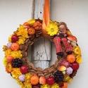 Őszi kopogtató, Dekoráció, Ruha, divat, cipő, Mindenmás, Virágkötés, Lógó lábú baba ül az őszi színekben pompázó kopogtatón.  Méret: 20 cm, Meska