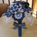 Filc virágcsokor - Kék-fehér, Dekoráció, Otthon, lakberendezés, Hímzés, Virágkötés, Kék és fehér filcből készült virágcsokor. Saját tervezésű, egyenként hímzett virágokkal, gyönggyel ..., Meska