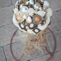 """Boross Csokor Barna-arany, Esküvő, Dekoráció, Esküvői csokor, Dísz, Virágkötés, Kerámia, A """"virágfejek"""" vintage jellegű borossok,fehér szárazvirágok, gombok, ékszerek, melyek gyöngyök, féme..., Meska"""