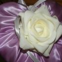 Koszorúslány-fiú szett, Esküvő, Hajdísz, ruhadísz, Esküvői csokor, Esküvői dekoráció, Virágkötés, Szaténból és habrózsából készítettem szív alakú csokrot a koszorús lánynak. Alapját papírkartonból v..., Meska