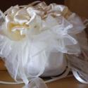 Esküvői Gömböc Dekoráció, Esküvő, Esküvői dekoráció, Varrás, Virágkötés, Szaténból és organzából készítettem könnyű gömböcöt,esküvő helyszínét díszítheted vele.Jól mutat té..., Meska