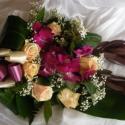 Lila-krém csokor, Dekoráció, Esküvő, Ünnepi dekoráció, Esküvői dekoráció, Virágkötés, Élővirágokból készítettem ezt az összeállítást,nyújtott formájú,frontális csokor.Ballagási csokorkén..., Meska
