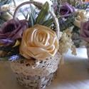 Mini kosár, Dekoráció, Esküvő, Dísz, Ünnepi dekoráció, Virágkötés, Pici csipkés szélű kosárba habrózsa-szatén rózsa-levendula került.  Ajándékozható ballagásra,évzárór..., Meska