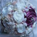 Csillogó Jogarcsokor Esküvőre, Esküvő, Esküvői csokor, Esküvői dekoráció, Hajdísz, ruhadísz, Virágkötés, Varrás, Hófehér,tört fehér és mályva színekben pompázik,strasszos csillogás teszi előkelővé ezt a jogarcsok..., Meska