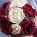 Vintage Menyasszonyi Csokor, Esküvő, Esküvői csokor, Hajdísz, ruhadísz, Esküvői dekoráció, Varrás, Virágkötés, Romantikus,rózsás csokor gyöngyökkel és csipkével. A bordó rózsák selyemből a krém rózsák szaténból..., Meska
