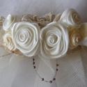 Menyasszonyi Fejdísz, Esküvő, Hajdísz, ruhadísz, Esküvői dekoráció, Varrás, Virágkötés, Szatén rózsákból,csipkéből és gyöngyből állítottam össze ezt a fejdíszt.Nagyon jól illik Vintage st..., Meska