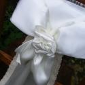 Székdíszítő kézműves masni, Dekoráció, Esküvő, Esküvői dekoráció, Varrás, Virágkötés, Szatén és csipke alapanyagokból készültek a masnik egy kedves menyasszony rendelése alapján.Nagyon ..., Meska