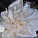 Calla Menyasszonyi csokor (kála csokor), Esküvő, Esküvői csokor, Hajdísz, ruhadísz, Varrás, Virágkötés, Selyemszaténból,saját kálatechnikával készítettem a kála virágokat ehhez a nagyon elegáns,kissé nyú..., Meska