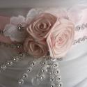 Strasszos rózsaszín öv, Esküvő, Hajdísz, ruhadísz, Esküvői ékszer, Menyasszonyi ruha, Varrás, Virágkötés, Elegáns,sima vonalú ruhához képzeltem el ezt a rózsaszín-fehér övet.Szalag rózsával,csipkével és st..., Meska
