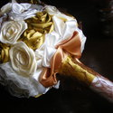Bon-Bon Esküvői Jogarcsokor,Ékszercsokor, Esküvő, Esküvői csokor, Esküvői dekoráció, Menyasszonyi ruha, Virágkötés, Varrás, Hangulatos konyak ,ekrü és krém színek pompáznak e jogar virágaiban.Mindegyik kézzel készített orga..., Meska