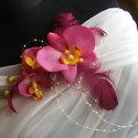 Lila Orchideák Hajdísz,Ruhadísz, Esküvő, Hajdísz, ruhadísz, Menyasszonyi ruha, Esküvői ékszer, Virágkötés, Varrás, Nagyon élethű orchideából készült,tollal és gyönggyel egy hajba való,amelyet ruha díszítésként is h..., Meska