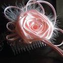 Rózsaszín Rózsás Hajfésű esküvőre -10 % kedvezmény, Esküvő, Hajdísz, ruhadísz, Esküvői ékszer, Menyasszonyi ruha, Virágkötés, Varrás, Minden esküvői hajdísznek jól illeszkedőnek és könnyűnek kell lennie. Ez a hajfésű megfelel ezeknek..., Meska