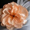 Barackszínű Virág Hajdísz,Kitűző, Esküvő, Ruha, divat, cipő, Hajdísz, ruhadísz, Hajbavaló, Varrás, Virágkötés, Hajban és ruhán egyaránt jól mutathat a  pasztell színben pompázó virág.Közepét üveg gyöngy és levé..., Meska