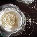 Virág Hajdísz-Ruhadísz Esküvőre, Esküvő, Ruha, divat, cipő, Hajdísz, ruhadísz, Hajbavaló, Varrás, Virágkötés, E két virág nagyon jól mutathat esküvői frizurában,de ruhadíszként is használható. Nagyon finom sel..., Meska