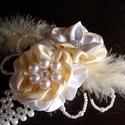 Krém-fehér gyöngyös hajdísz,fejdísz esküvőre, Esküvői ékszer, Hajdísz, ruhadísz, Menyasszonyi ruha, Virágkötés, Varrás, Szaténból készítettem a virágokat,és akril gyöngyöt fűztem fel levélként ehhez a bájos kis hajdíszh..., Meska