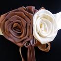 Díszöv Vanília-Karamell-Csoki,  Kitűzővel, Esküvő, Ruha, divat, cipő, Hajdísz, ruhadísz, Öv, Virágkötés, Varrás, Szaténból készítettem övet bársony szalag díszítéssel.Három egymással finoman:)harmonizáló színnel ..., Meska